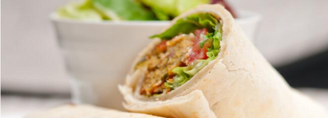 Receita de wrap de falafel para recuperar os músculos