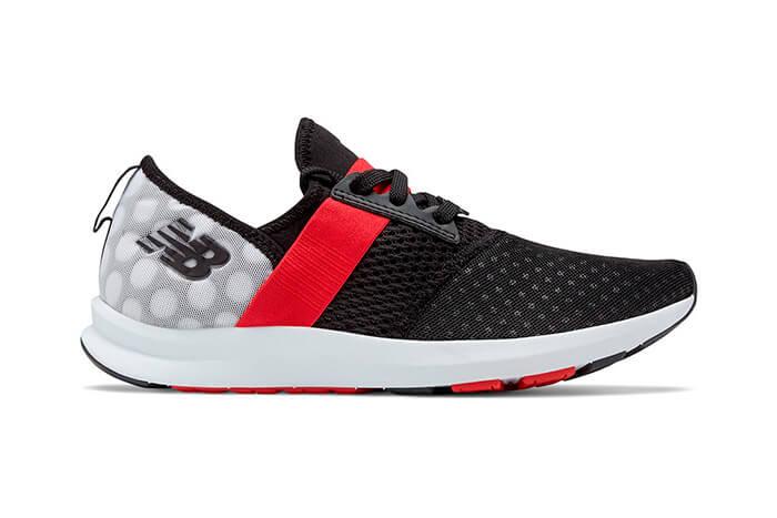 3317fcaac47 A New Balance lançou dois novos tênis de corrida inspirados em um dos  personagens mais famosos da disney