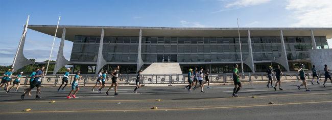 Corredores participando da Cosan BSB City Half Marathon