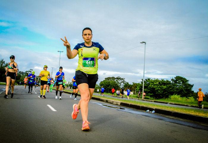 A maratonista Carol Lanna durante a maratona de Porto Alegre em 2019